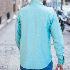 camisa azul jaspeada espalda